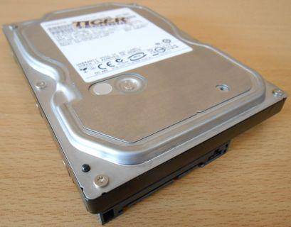 HITACHI HDT721016SLA380 HDD Festplatte 3,5 SATA 160GB* f623