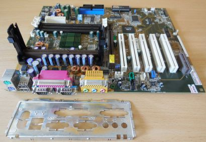 Asus K7V-T Rev1.01 Mainboard + Blende AMD Slot A VIA KX133 SDRAM AGP Audio* m957