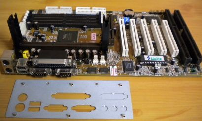 Soltek SL-67C Mainboard +Blende 2x ISA Slot 1 VIA 693 Chipsatz AGP PCI USB* m692
