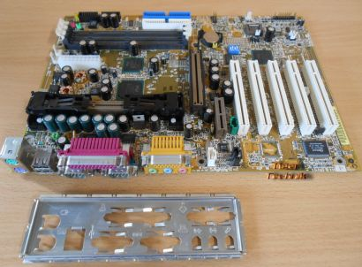 Gigabyte GA-6CXC Rev3.1 Mainboard +Blende Slot 1 Intel 820 AGP 4X PCI Audio*m708